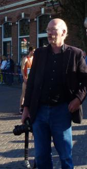Wethouder Jaap Hoekzema voor de foto's